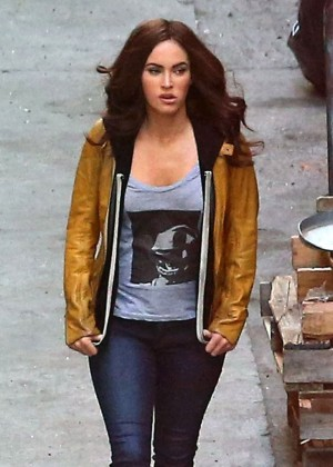 Megan Fox: Teenage Mutant Ninja Turtles Set Photos -08