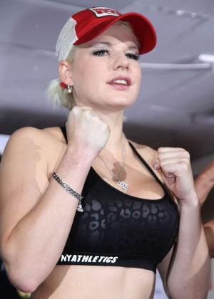 Melanie Mueller Vs Jordan Carver: UFC Boxing Match -02