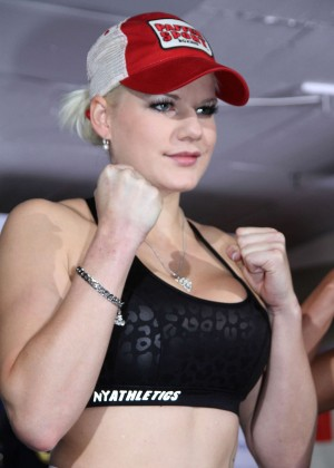 Melanie Mueller Vs Jordan Carver: UFC Boxing Match -03