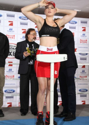 Melanie Mueller Vs Jordan Carver: UFC Boxing Match -09