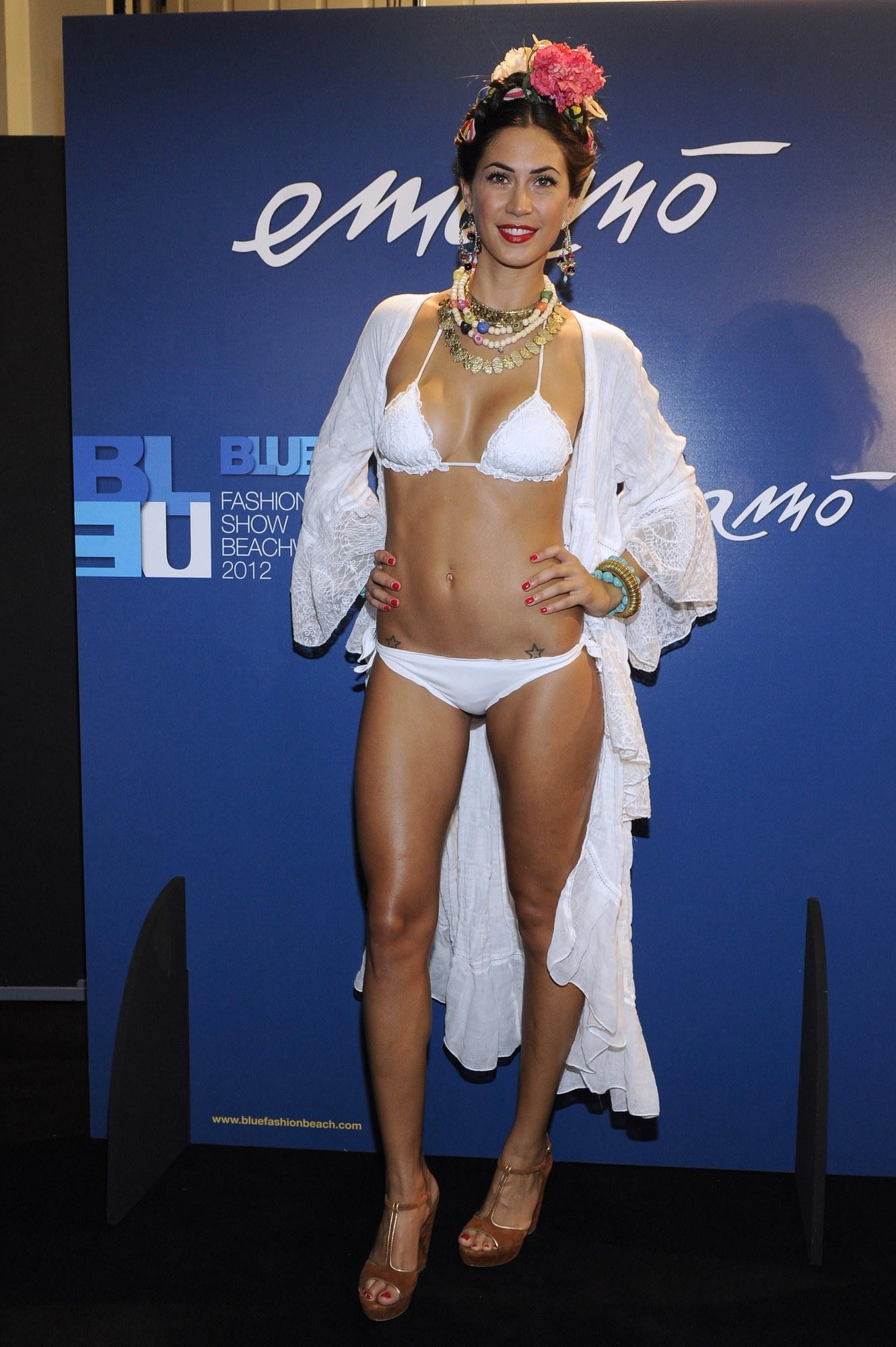 Melissa Satta Bikini Candids For Emamo 11 Gotceleb