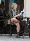 melissa-suffield-short-shorts-candids-starbucks-london-01