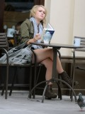 melissa-suffield-short-shorts-candids-starbucks-london-03