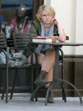 melissa-suffield-short-shorts-candids-starbucks-london-09