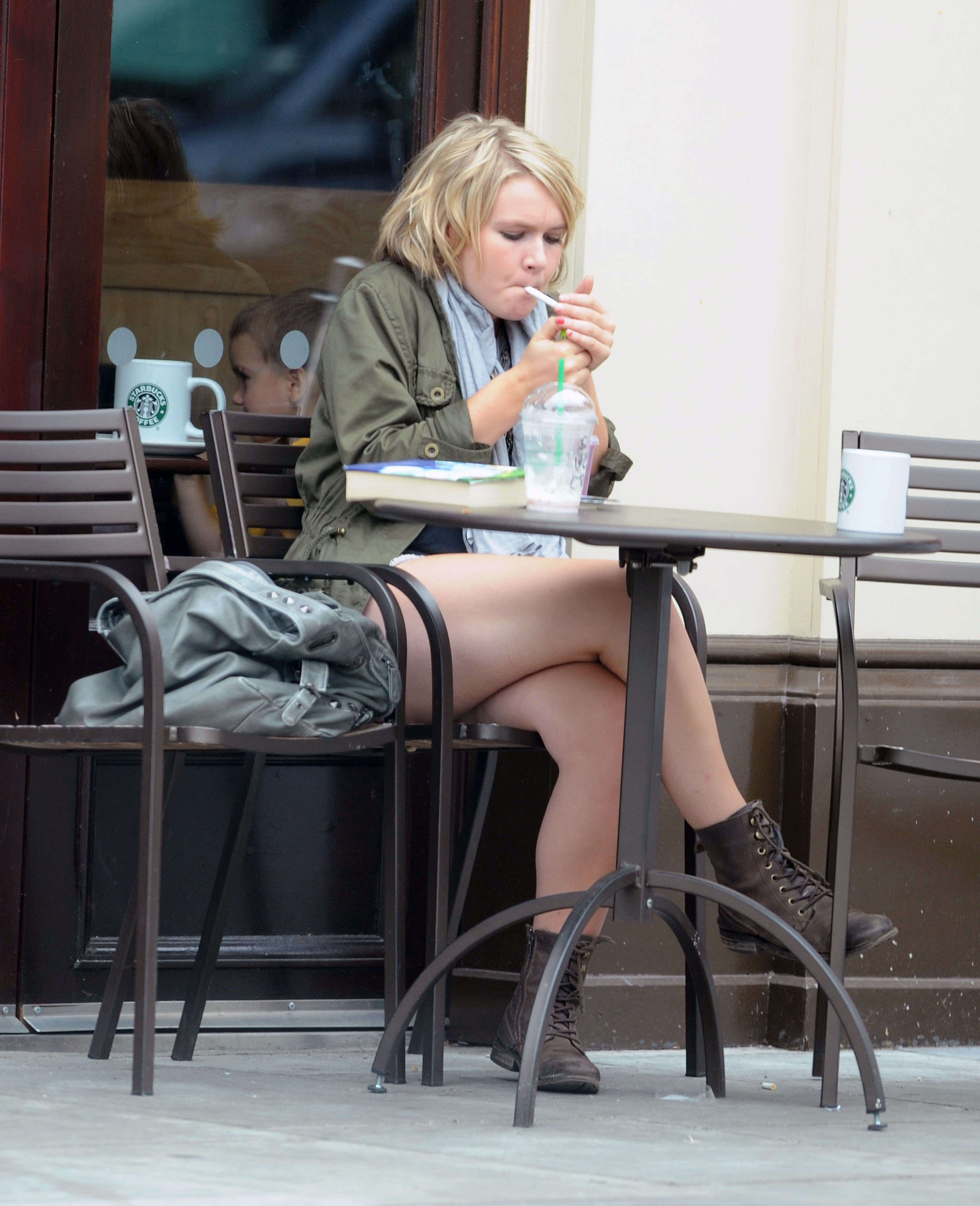 melissa-suffield-short-shorts-candids-starbucks-london-16