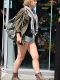 melissa-suffield-short-shorts-candids-starbucks-london-20