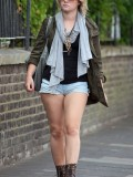 melissa-suffield-short-shorts-candids-starbucks-london-21