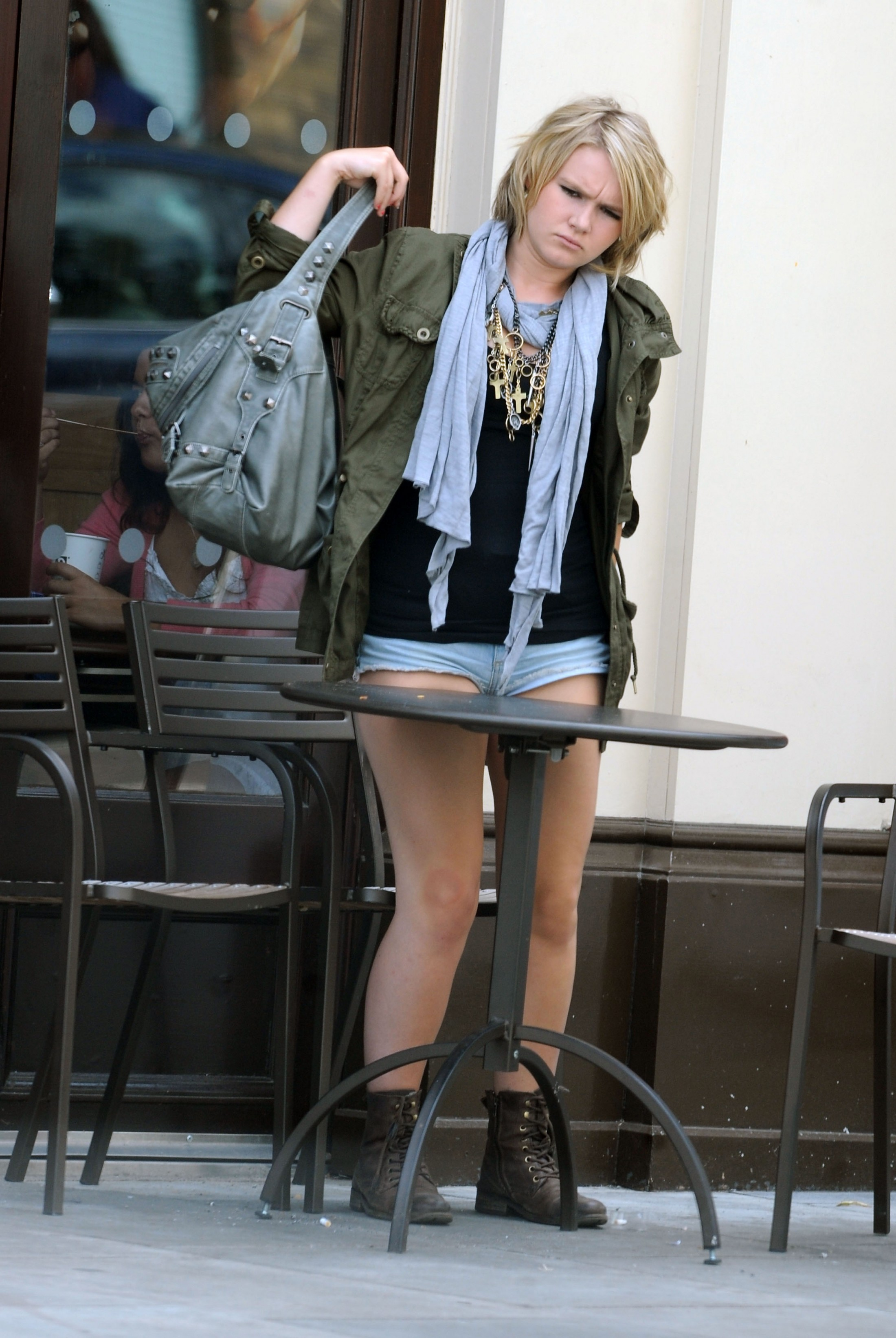 melissa-suffield-short-shorts-candids-starbucks-london-24 ...