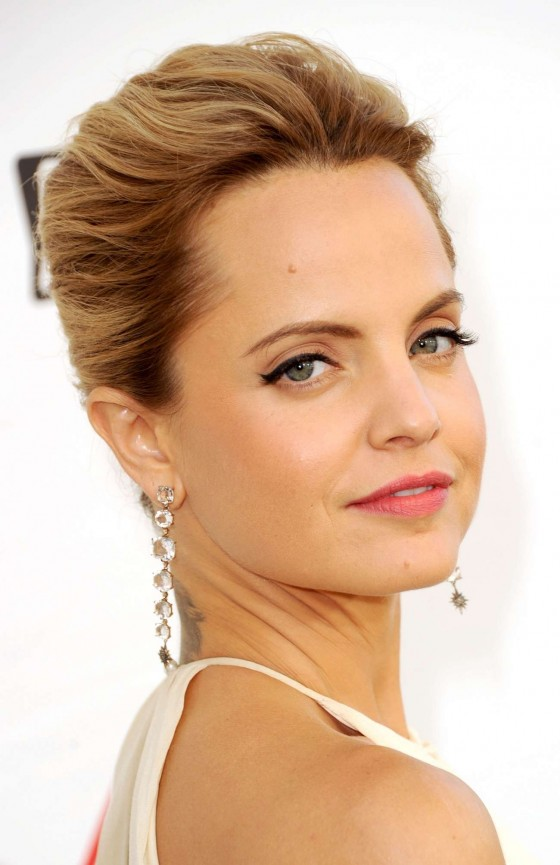 Mena Suvari – In White dress at 2012 AFI Life-04