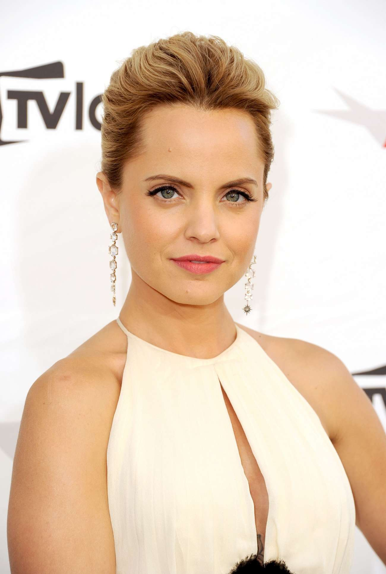 Mena Suvari – In White dress at 2012 AFI Life-09