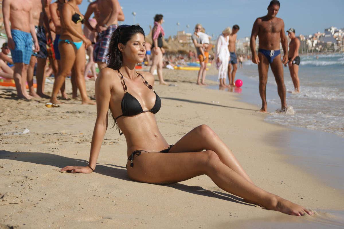 [IMG=http://www.gotceleb.com/wp-content/uploads/celebrities/micaela-schaefer/black-bikini-candids/Micaela%20Schaefer%20-%20Black%20Bikini-03.jpg]
