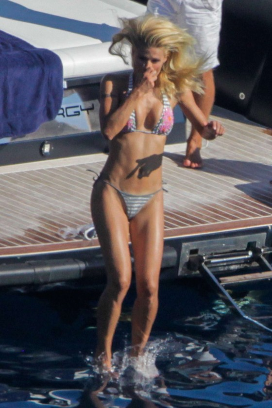 Michelle Hunziker – Hot In Thong Bikini -10