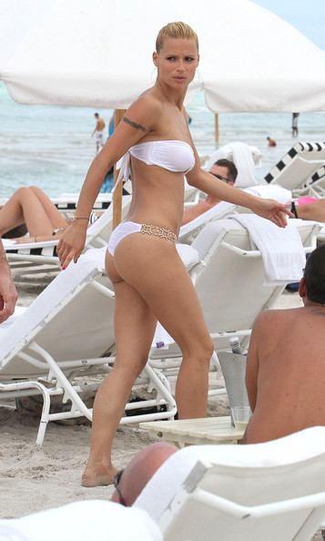 Michelle Hunziker Hot bikini candids in Miami-31