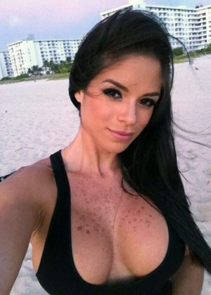 The 13 Hottest Michelle Lewin Photos -09