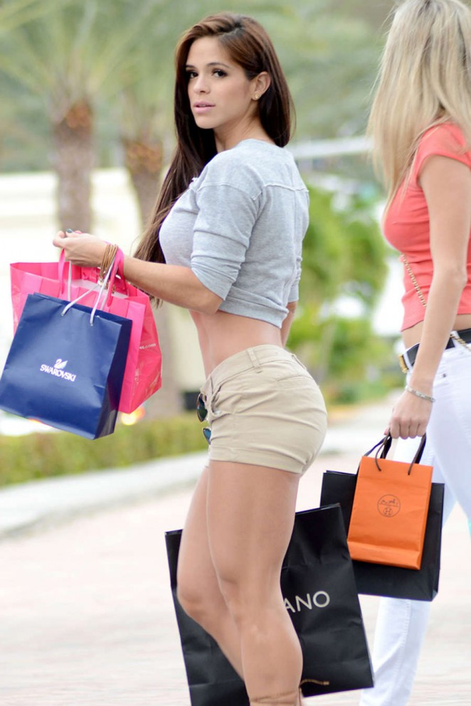 Michelle Lewin 2014 : Michelle Lewin Booty in Shorts -05