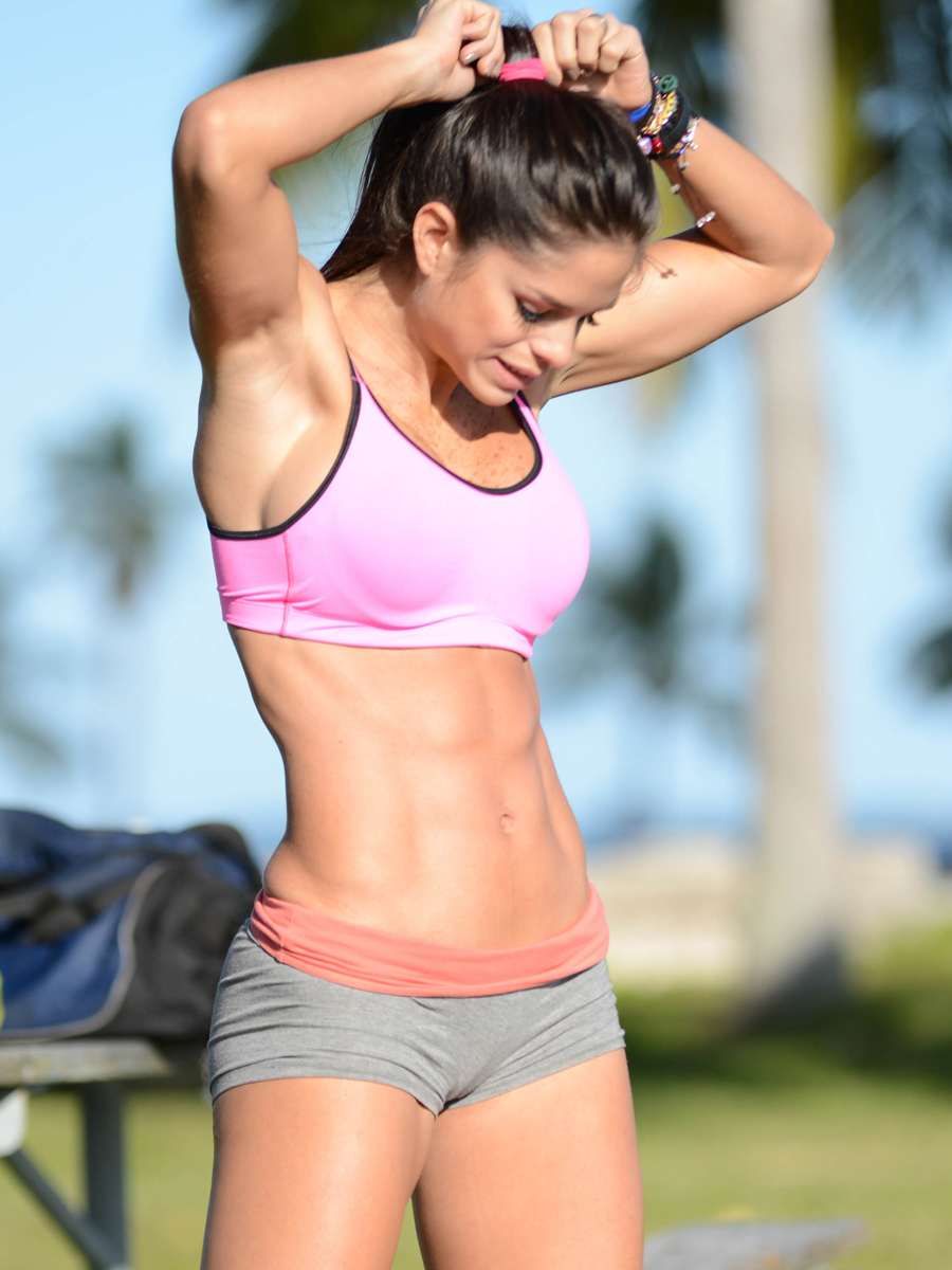 Michelle-Lewin:-Workout-in-Miami--10.jpg