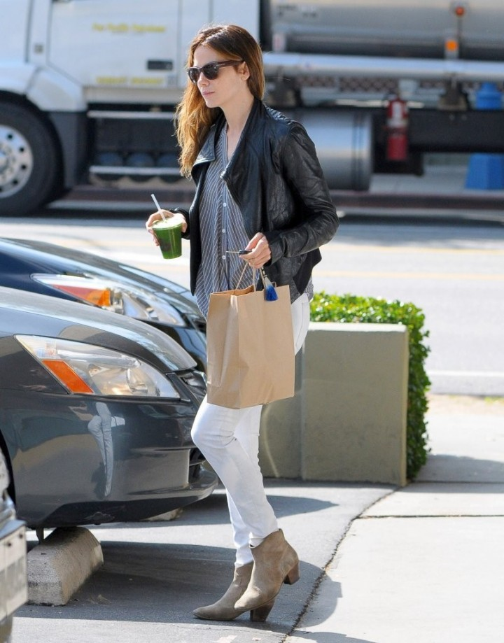 Michelle Monaghan in Tight Jeans -02
