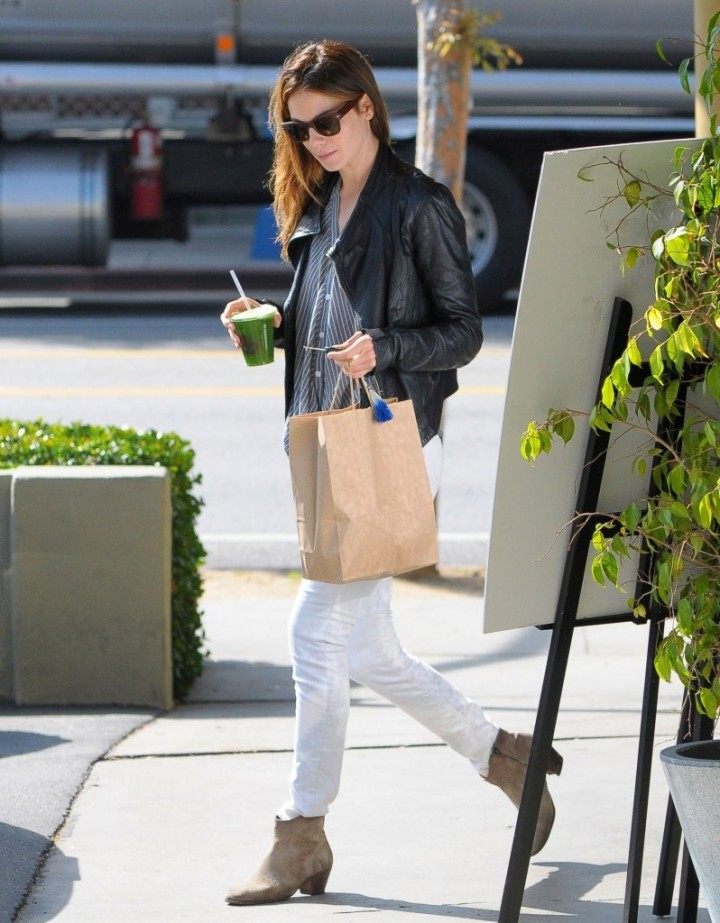 Michelle Monaghan in Tight Jeans -03