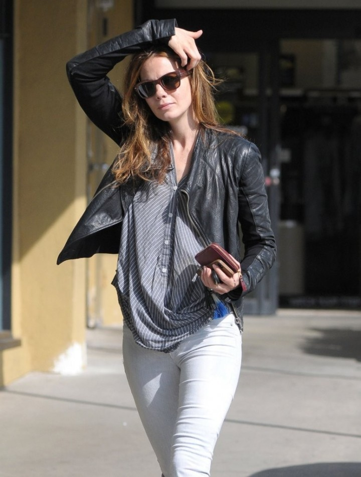 Michelle Monaghan in Tight Jeans -09