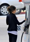 mila-kunis-candids-in-west-hollywood-01