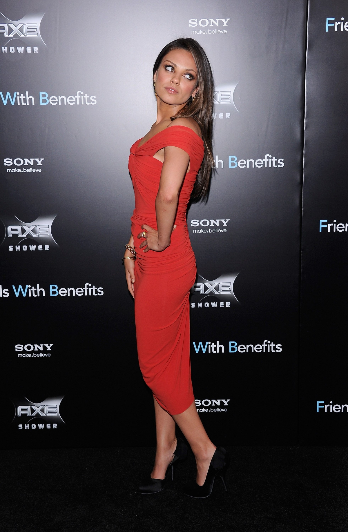 Mila Kunis in Sexy Red Dress at Friends with Benefits Premiere in ...