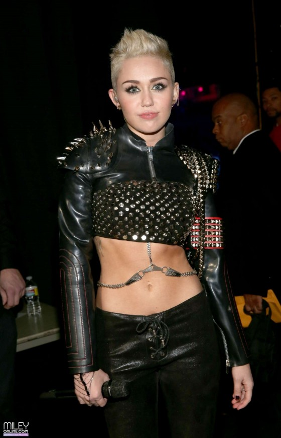 Miley Cyrus performs at VH1 Divas 2012 in Los Angeles