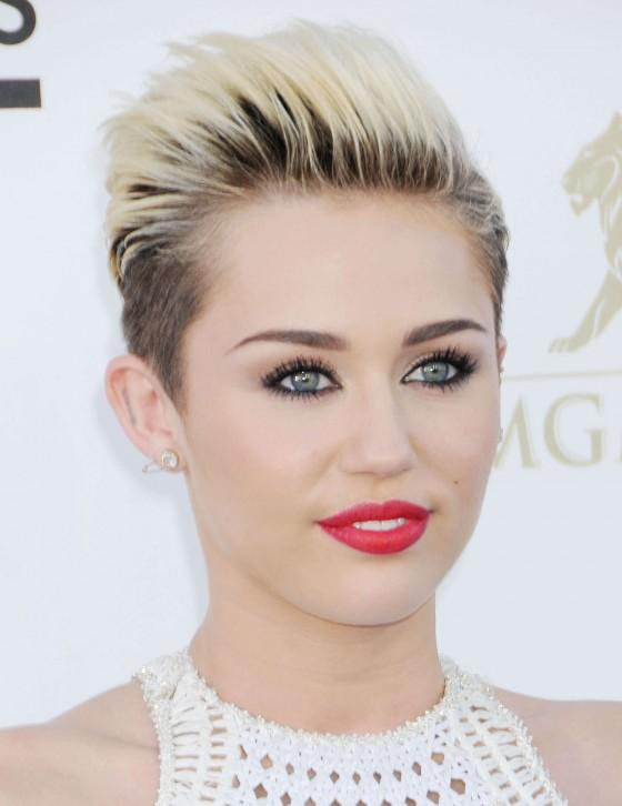 Miley Cyrus – 2013 Billboard Music Awards in Las Vegas -03