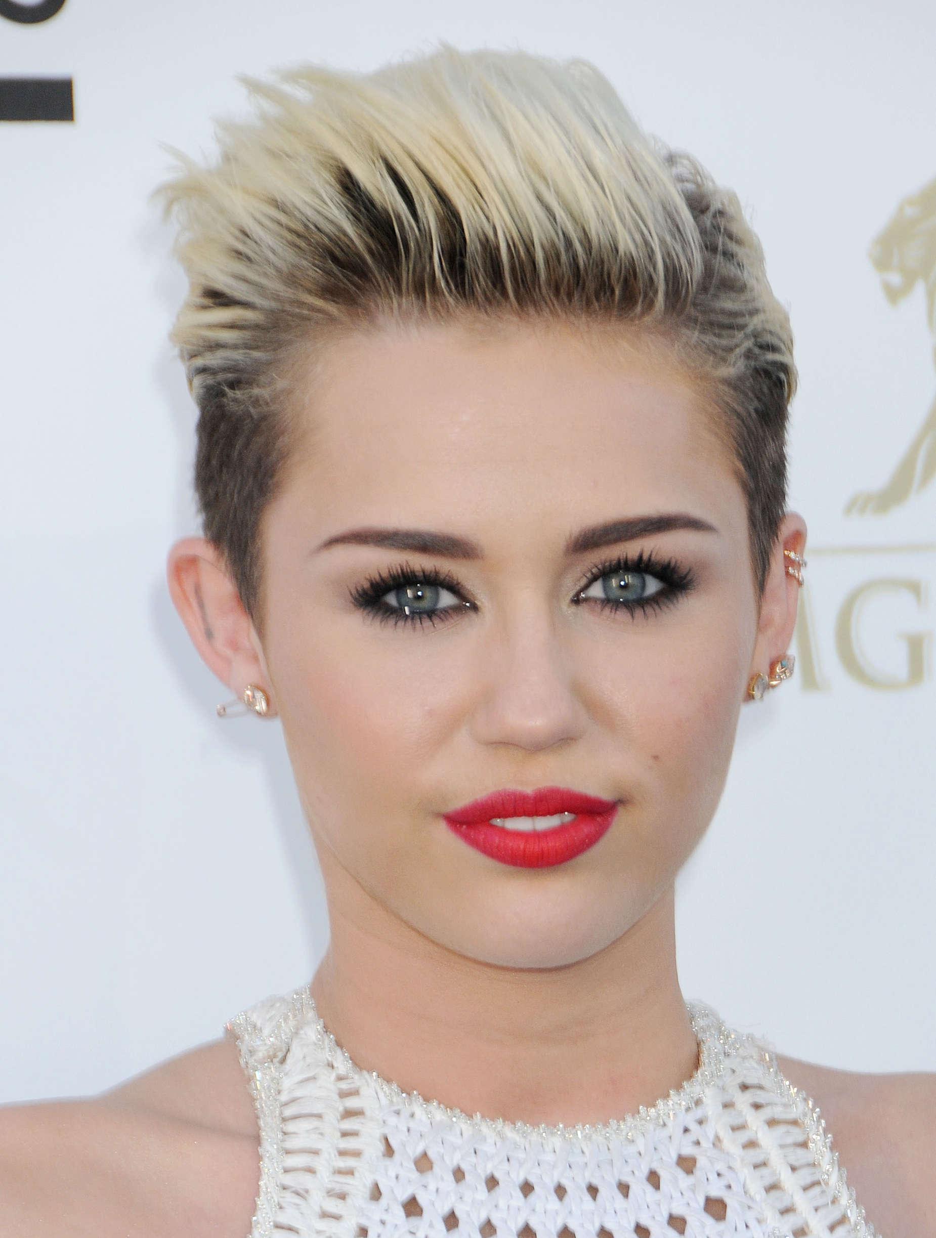 Miley Cyrus - 2013 Billboard Music Awards in Las Vegas -04 - GotCeleb Miley Cyrus