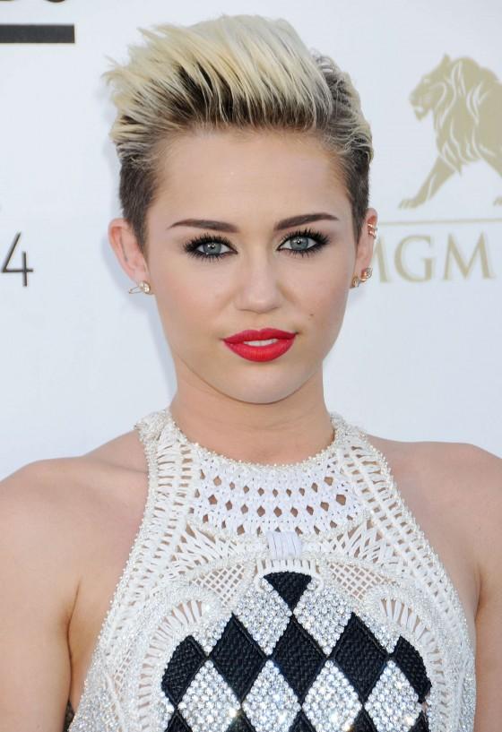 Miley Cyrus – 2013 Billboard Music Awards in Las Vegas -05