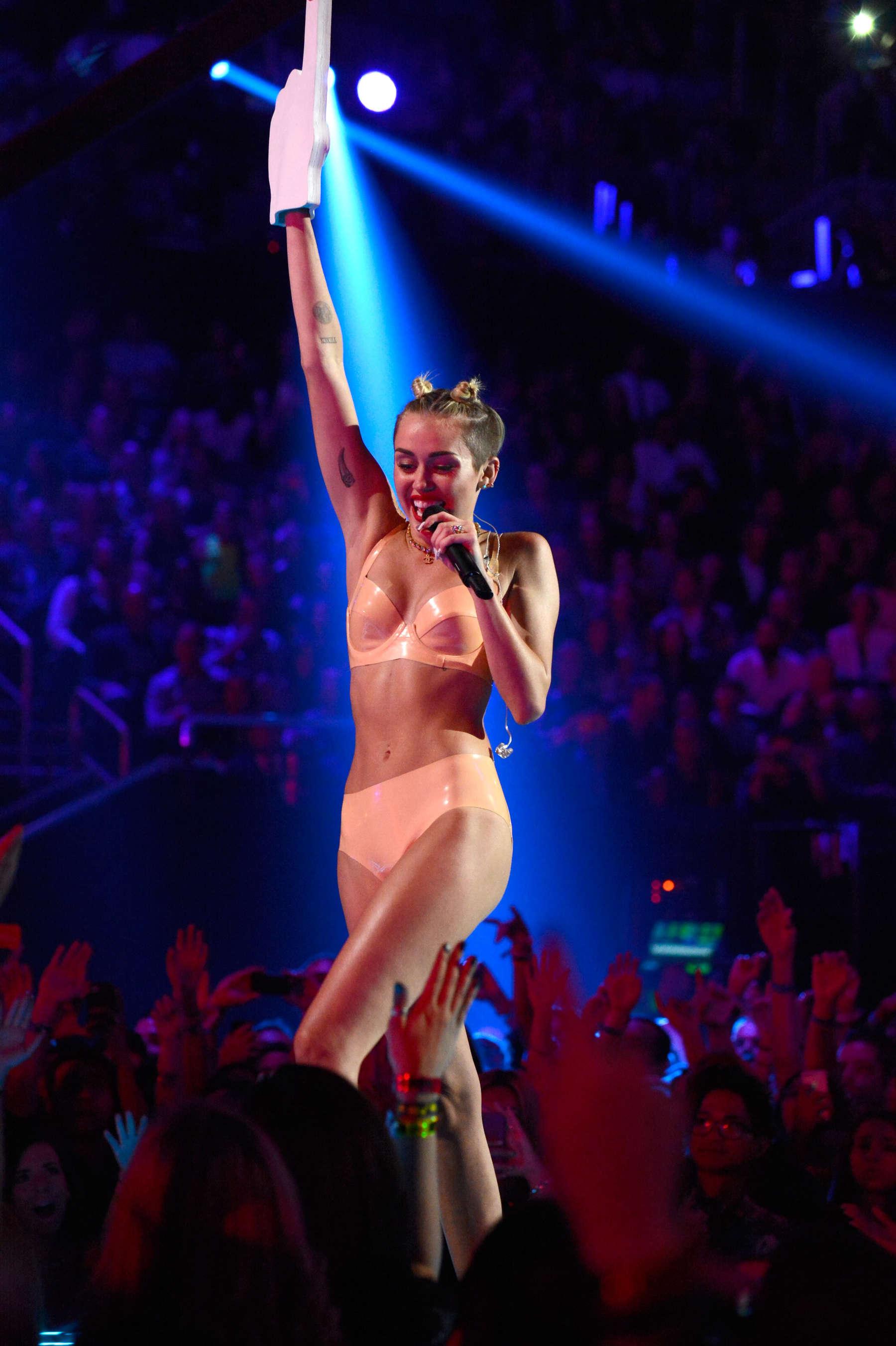 Miley Cyrus VMA 2013 Reactions
