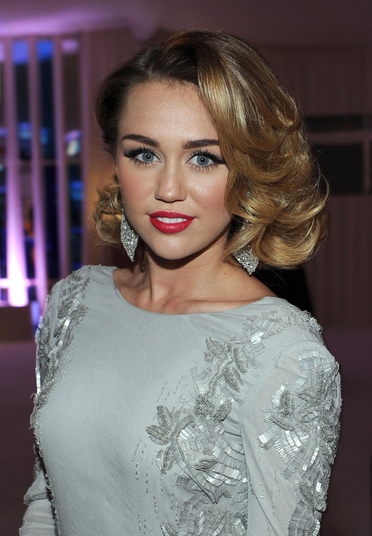 Miley Cyrus hot at 20t... Miley Cyrus