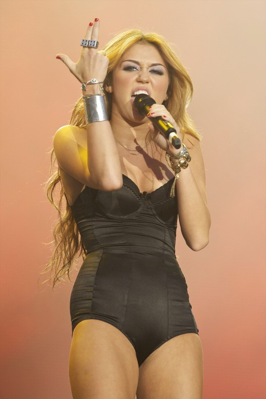 Miley cyrus madrid 2010 concert clip 7