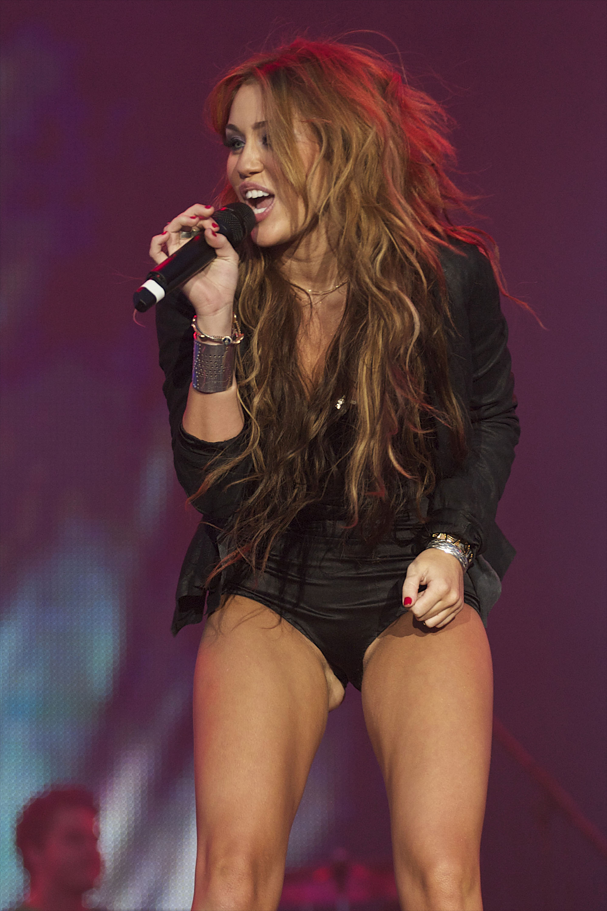 Nackt, nackter, Miley Cyrus! - YouTube