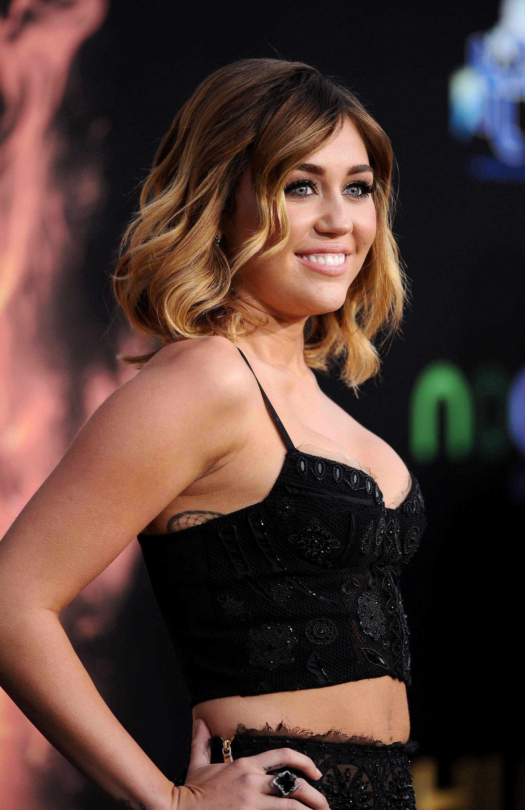 miley cyrus shows big cleavage at the hunger games