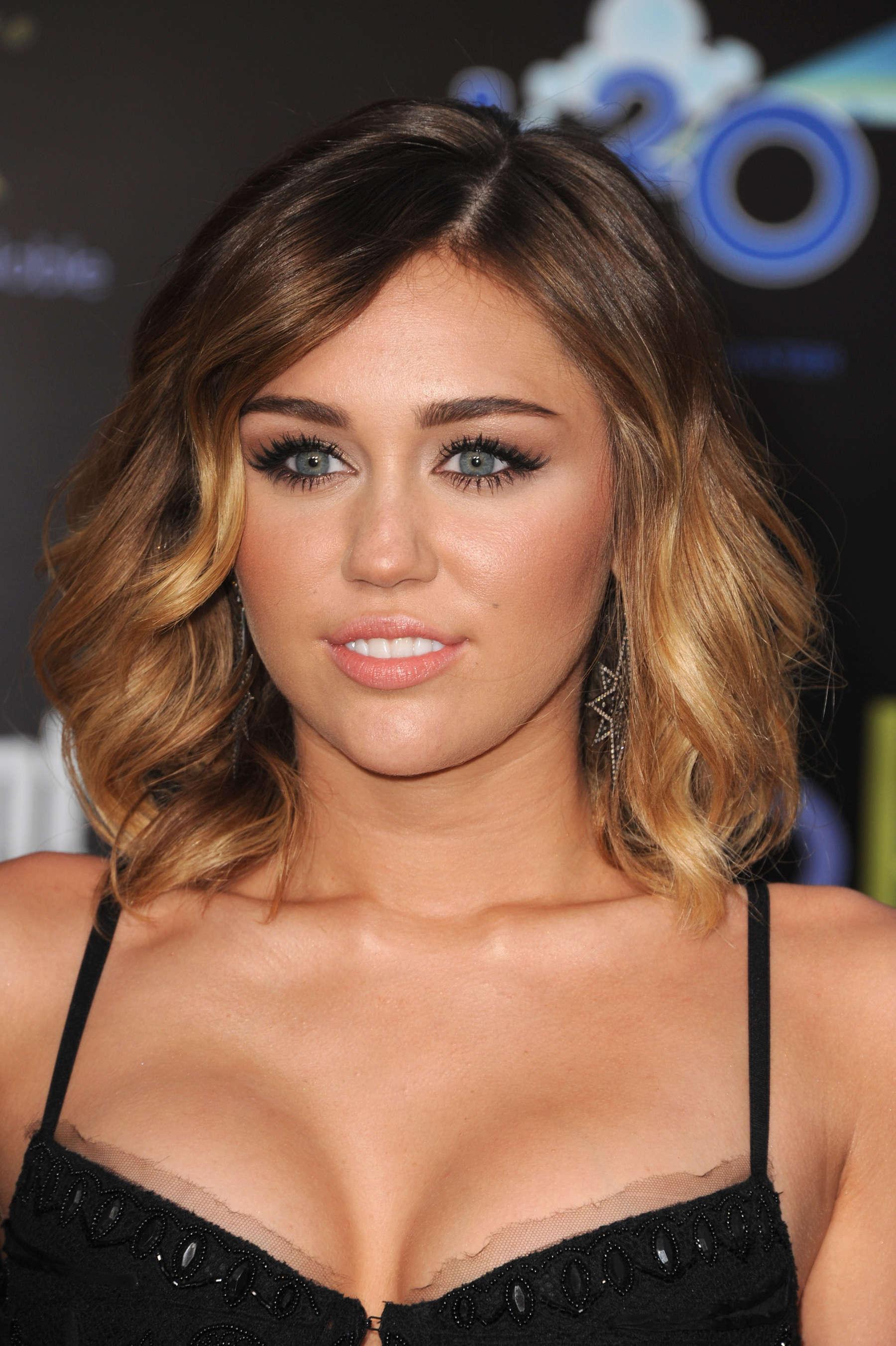 Cleavage Miley Cyrus
