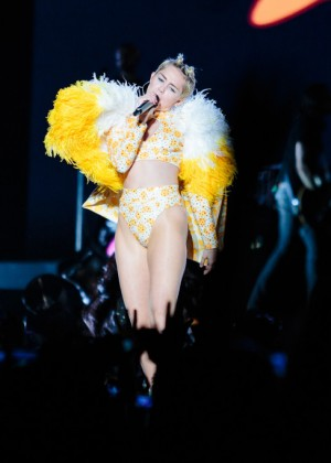Miley Cyrus: Bangerz Tour in Sao Paulo -02