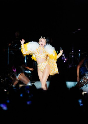 Miley Cyrus: Bangerz Tour in Sao Paulo -03
