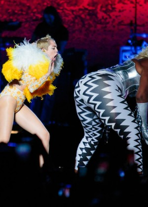 Miley Cyrus: Bangerz Tour in Sao Paulo -05