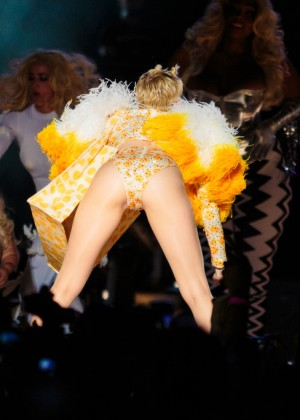 Miley Cyrus: Bangerz Tour in Sao Paulo -08