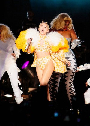 Miley Cyrus: Bangerz Tour in Sao Paulo -10