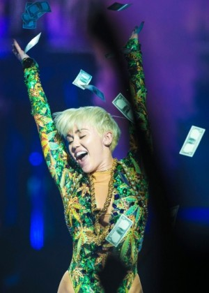 Miley Cyrus: Bangerz Tour in Montreal -02