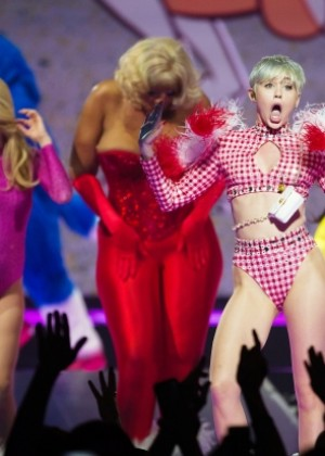 Miley Cyrus: Bangerz Tour in Montreal -07