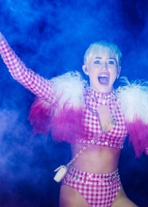 Miley Cyrus: Bangerz Tour in Montreal -16