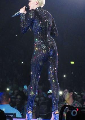 Miley Cyrus: Gasglow UK Bangerz Tour at The Hydro -08
