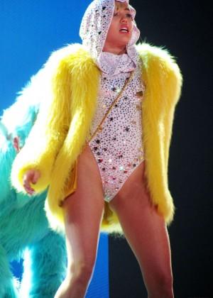 Miley Cyrus: Gasglow UK Bangerz Tour at The Hydro -09
