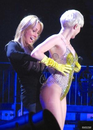 Miley Cyrus: Gasglow UK Bangerz Tour at The Hydro -20