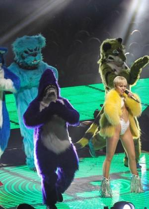 Miley Cyrus: Bangerz Tour in Washington -04