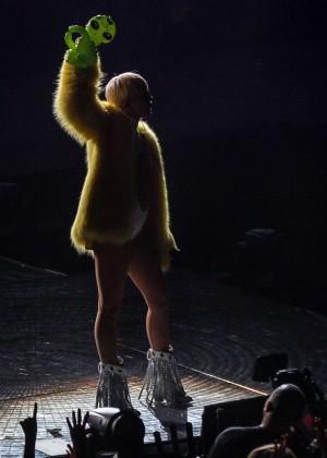 Miley Cyrus: Bangerz Tour in Washington -05
