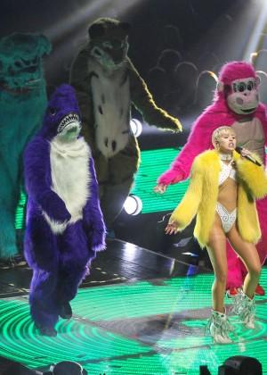 Miley Cyrus: Bangerz Tour in Washington -07