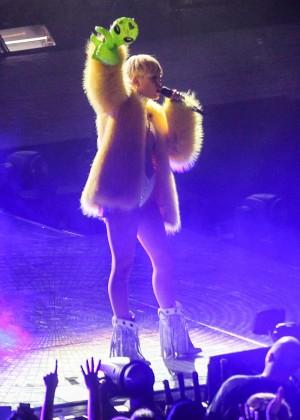 Miley Cyrus: Bangerz Tour in Washington -14